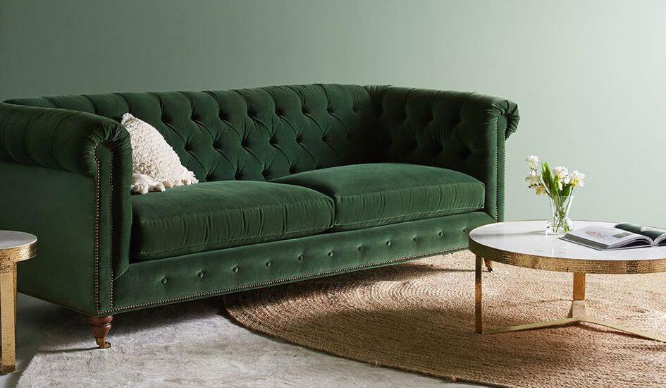 Canapea în stil Chesterfild