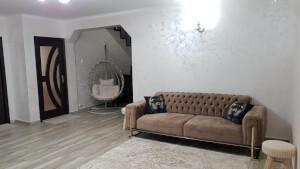 Canapea 3 locuri Rolex maro 1