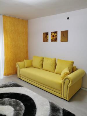 Canapea galbenă model Alexandra 1