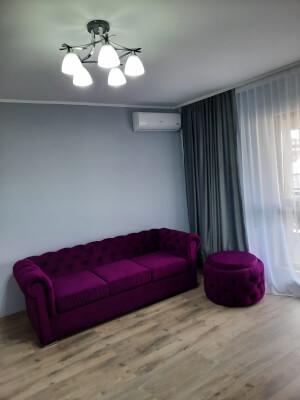 Canapea si taburet mov model Chesterfield