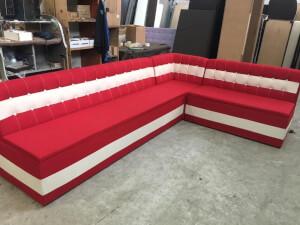 Colțar roșu cu alb