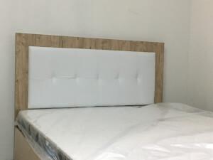 Pat cu tăblie lemn și piele ecologică albă